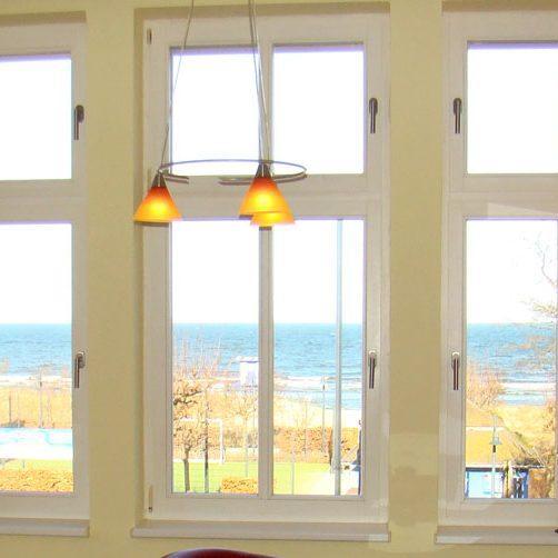 dasapartment-annaostsee-wohnzimmer-meerblick-ostesee-ahlbeck